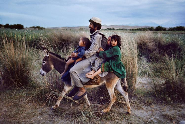 Một gia đình người Afghanistan.
