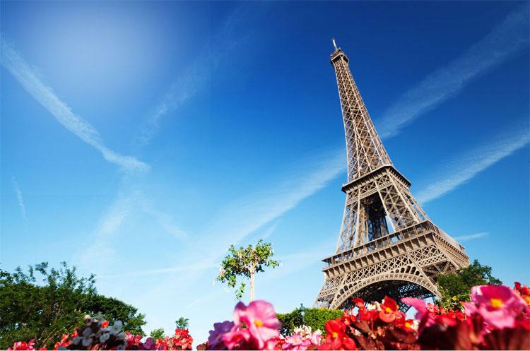 Các lãnh thổ này nằm trải khắp nhiều nơi, mỗi nơi lại có một múi giờ riêng nên Pháp sở hữu đến 12 múi giờ trên thế giới.