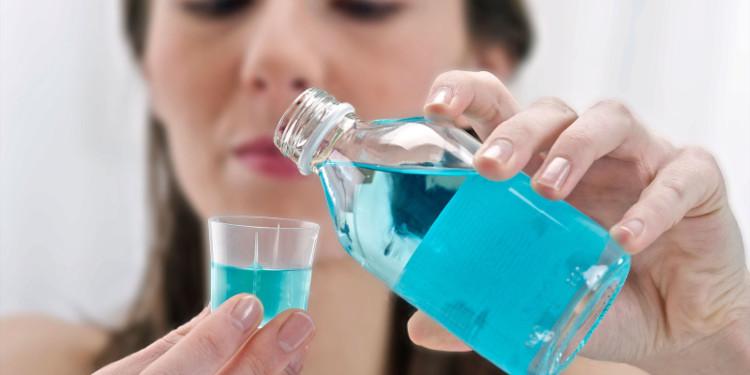 Bạn chỉ nên coi nước súc miệng như một biện pháp phụ.