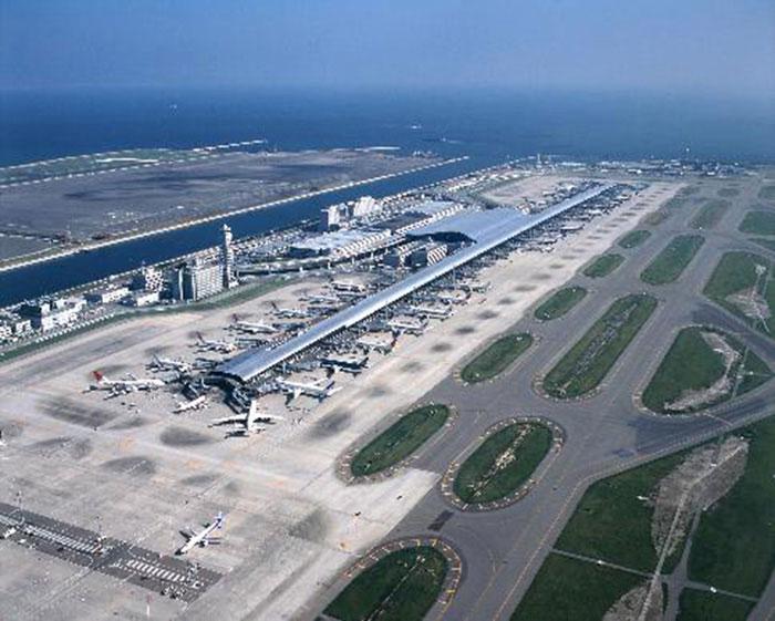 Sân bay quốc tế Kansai xây trên đảo nhân tạo bồi lấp từ rác.