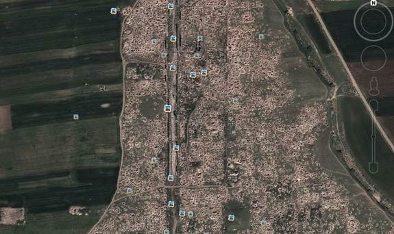 Các hình ảnh Google Earth cho thấy, toàn bộ thành phố của người La Mã cổ đại ở Apamea, Syria, trở nên lỗ chỗ với các miệng hố bom.