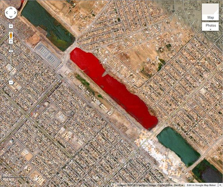 Ở ngoại ô thành phố Sadr, Iraq (tọa độ 33,396157° vĩ bắc và 44,486926° kinh đông trên Google Earth) xuất hiện một hồ nước đỏ như máu