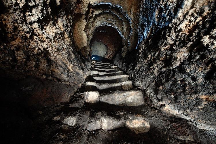 Nếu như hệ thống đường hầm này được xây theo một đường thẳng thì nó sẽ chạy thẳng tới thủ đô Paris, Pháp.
