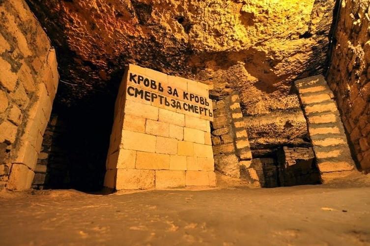 Trong Chiến tranh thế giới 2, hầm mộ Odessa bí ẩn là nơi quân đội Liên Xô ẩn náu khi Đức quốc xã tấn công thành phố Odessa.