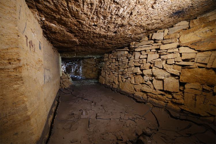 Theo ước tính đường hầm dưới mặt đất này được xây dựng đầu tiên vào những năm 1600 hầu hết bằng đá vôi.