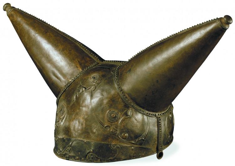 Chiếc mũ có sừng này được chế tác vào năm 200 TCN và được tìm thấy ở gần sông Thames, Waterloo, London, Anh.