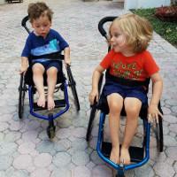 Loại thuốc thần kì giúp những trẻ em bị liệt có thể đi lại được