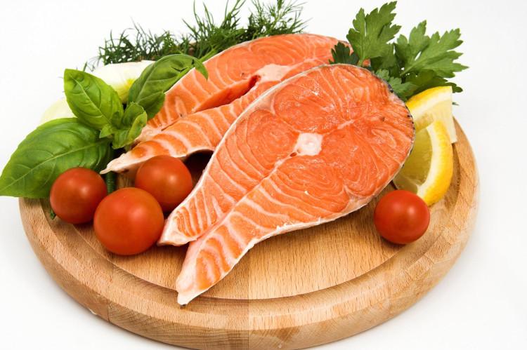 Ăn cá thường xuyên sẽ giúp bạn cải thiện chứng mất trí nhớ và giảm nguy cơ đột quỵ.