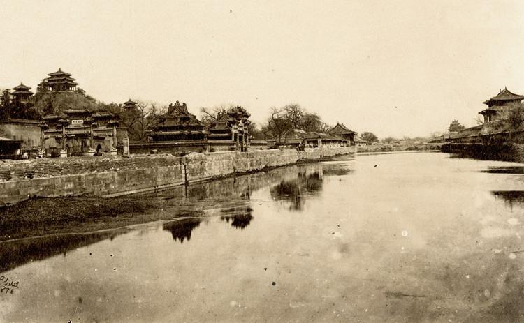 Hào bao quanh Tử Cấm Thành được xây dựng với chức năng phòng thủ.