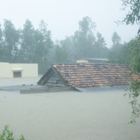 Lụt ngập nóc nhà ở Quảng Bình