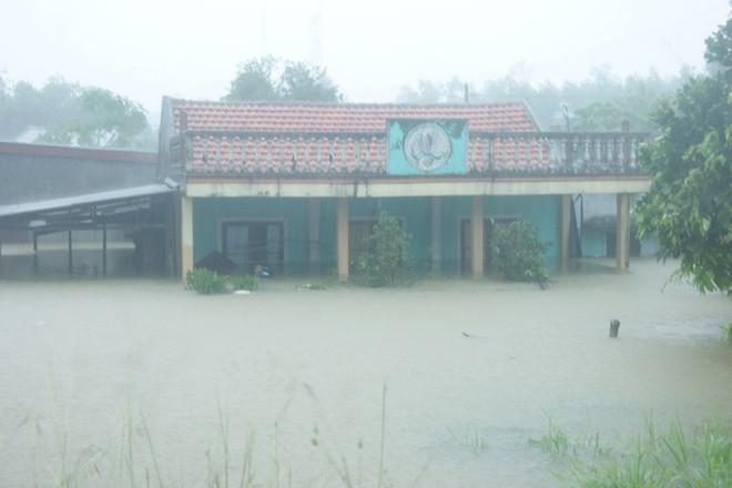 Nhà chức trách cho hay có khoảng 1.200 nhà bị ngập từ 0,8 đến 2,5m.