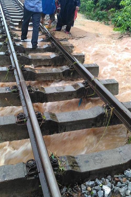 Đường sắt bắc nam đoạn qua Quảng Bình có 11 điểm sạt lở.