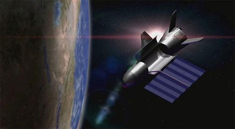 Đồ họa mô phỏng máy bay X-37B bay vòng quanh Trái Đất.