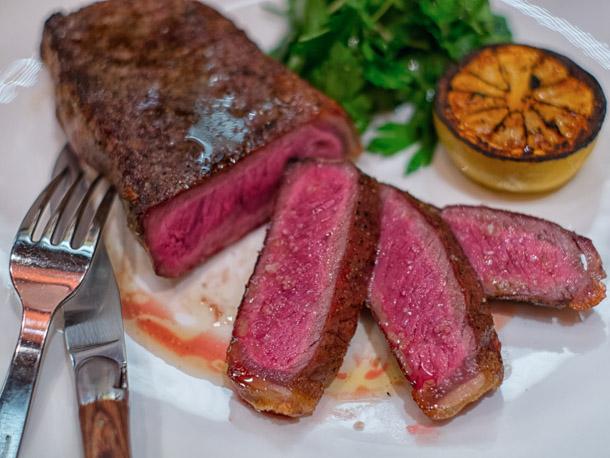 Màu sắc của thịt sẽ thay đổi khi ta nấu chúng.