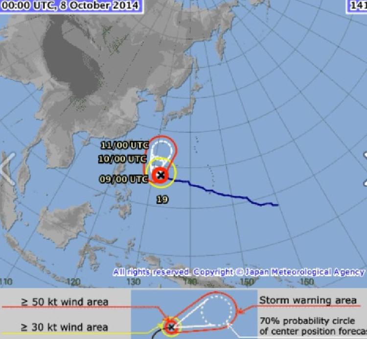Hai siêu bão nối đuôi nhau tiến về biển Đông với cường độ cực mạnh.