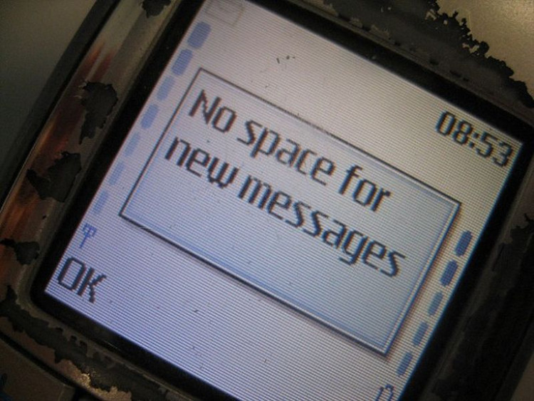 Việc tin nhắn đầy với những chiếc điện thoại thông minh ngày nay là điều quá đỗi xa vời.