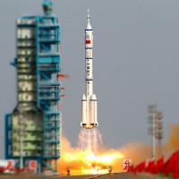 Trung Quốc đưa phi hành gia lên trạm Thiên Cung 2
