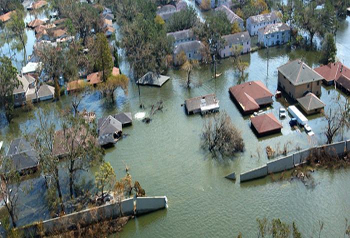 95% số người thiệt mạng vì lũ lụt là do cố gắng vượt qua cơn lũ that vì tìm kiếm một nơi cao hơn để trèo lên.