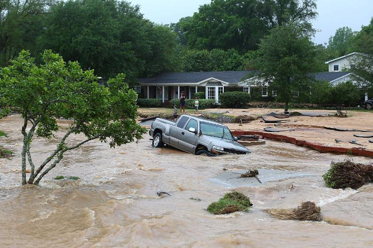 1/3 những con đường và cầu sẽ bị phá hủy khi ngập chùm trong lũ lụt và chỉ có 50% người sống sót khi đi qua cây cầu những đoạn đường, cây cầu này khi lũ ập đến.