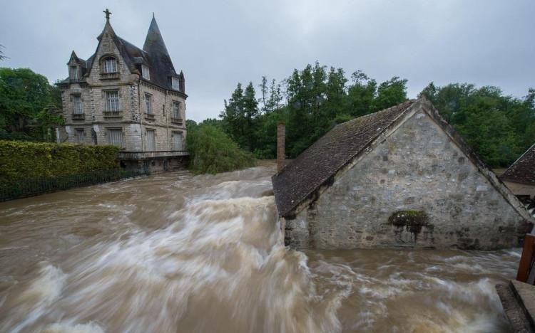 Cơn lũ lịch sử trên sông Mississippi ở Mỹ năm 1993 bao phủ một khu vực dài hơn 800km và rộng hơn 300km.