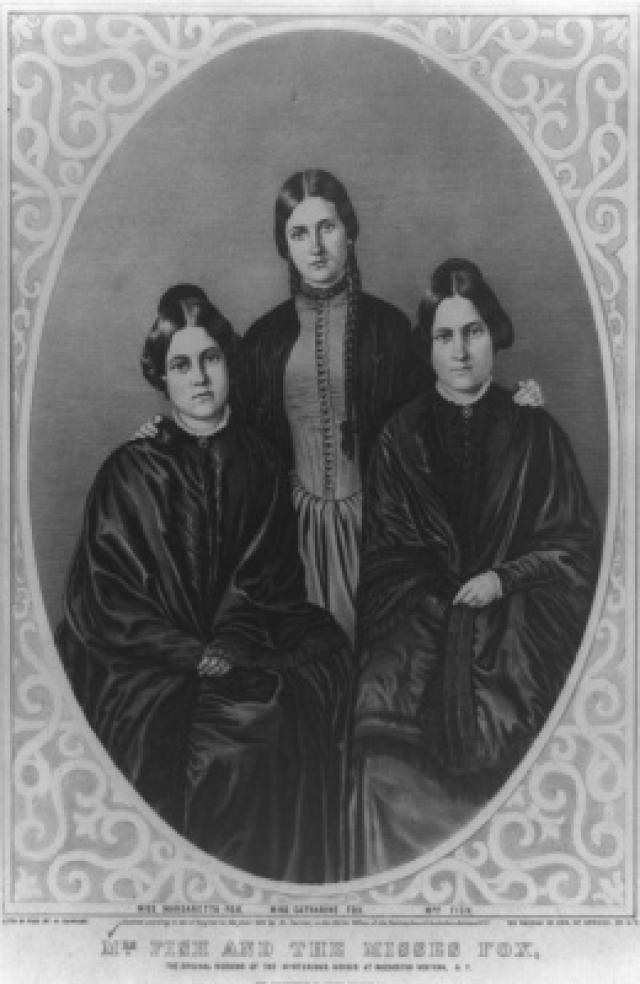 Bà Fish và hai chị em nhà Fox: những bà đồng đầu tiên của tiếng động bí ẩn ở phía Tây Rochester, New York. (