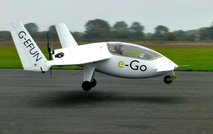 Chiếc máy bay này có thể bay chặng đường hơn 500km với tốc độ khoảng 167km/h trong ba giờ.