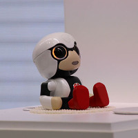 Robot em bé khuyến khích phụ nữ sinh con
