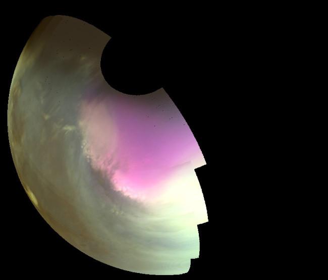 Hình ảnh chụp vào ban ngày của mùa xuân trên sao Hỏa cho thấy nồng độ ozone cao trong khí quyển ở nam bán cầu, được thể hiện bằng màu tím.