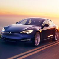 Xe Tesla tự lái đưa chủ nhân tới chỗ làm, tự tìm chỗ, tự đỗ xe gọn gàng