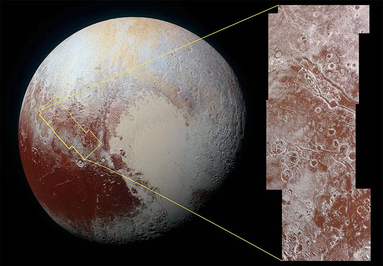 Diêm Vương tinh có các mảng màu đỏ rất đậm và cục gạch mà New Horizons sắp chạm trán còn đỏ hơn.