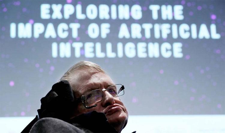 Giáo sư Stephen Hawking tại sự kiện Tương lai của Trí tuệ.
