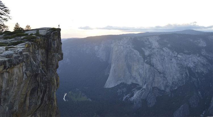 Chụp ảnh tự sướng độc đáo, đặc biệt là ở các vách núi đá, các hẻm núi hiểm trở là nguyên nhân khiến nhiều khách du lịch thiệt mạng mỗi năm.