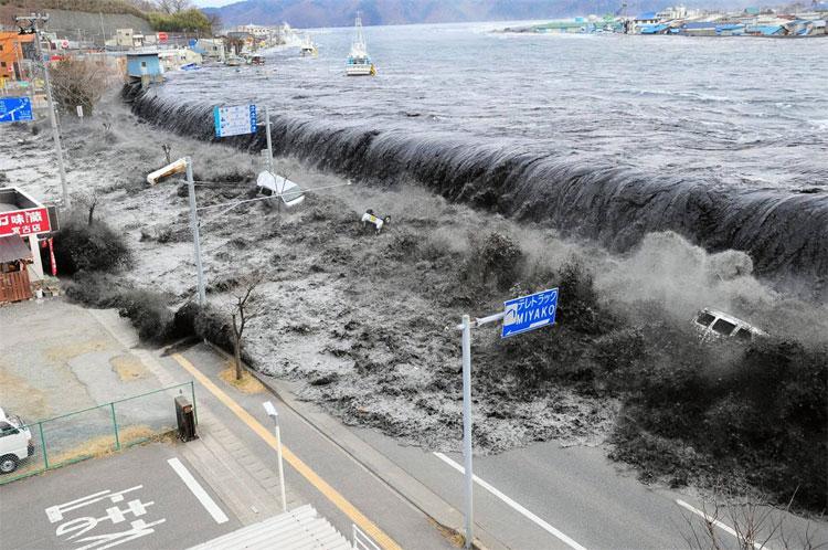 Trận động đất 9 độ Richter kèm theo sóng thần ở bờ biển phía đông Nhật Bản ngày 11/3/2011 đã khiến khoảng 15 triệu người chết hoặc bị thương và 2.814 người mất tích.