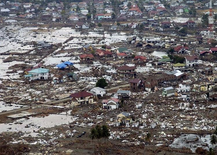 Trận động đất và sóng thần Ấn Độ Dương 2004 khiến 200.000 – 310.000 người sinh sống ven biển ở Indonesia, Sri Lanka, Ấn Độ và Thái Lan thiệt mạng.