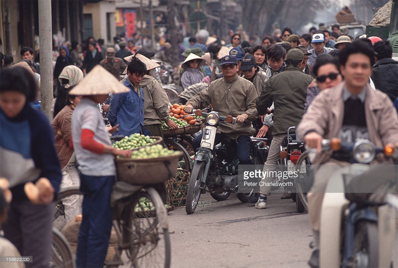 Cảnh tượng nhộn nhịp ở phố Lê Duẩn.