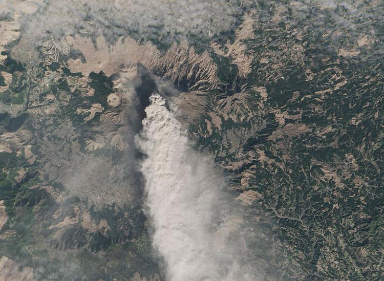 Núi lửa Aso giúp ngăn trận động đất lớn xảy ra ở thành phố Kumamoto, Nhật Bản.