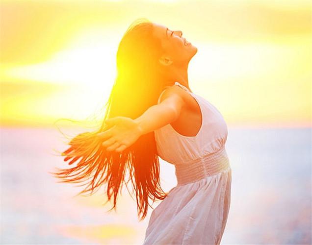Nên ra ngoài hít thở không khí và tiếp xúc ánh nắng mặt trời.