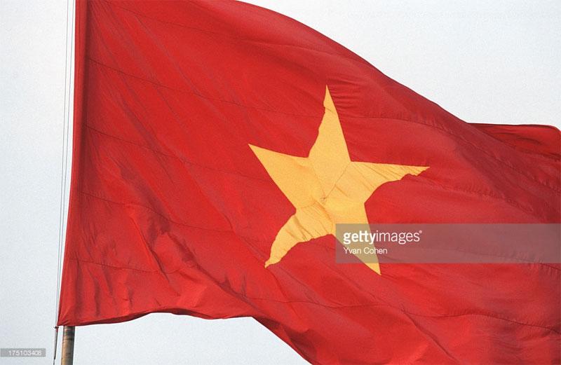 Lá quốc kỳ Việt Nam tung bay ở quảng trường Ba Đình.