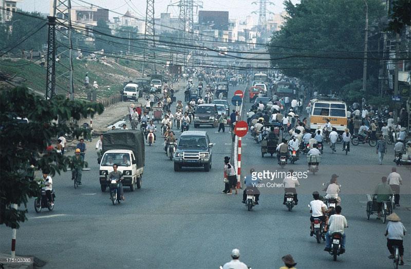 Đường Trần Nhật Duật nhìn từ cầu Long Biên.