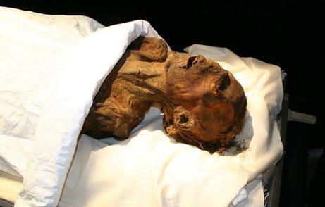 """""""Người đàn ông vô danh E"""" bởi xác ông đặt cạnh nhiều vị vua nổi tiếng của Ai Cập."""