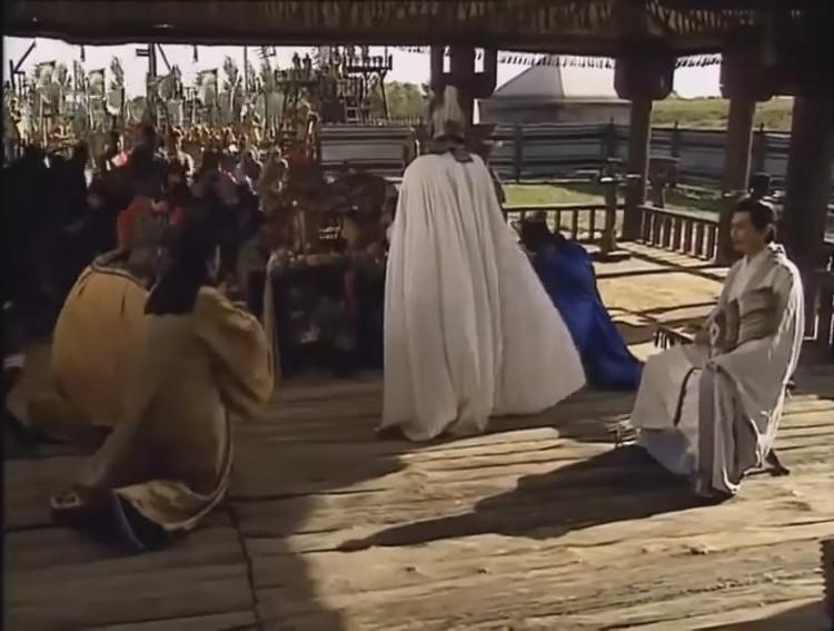 Hoàng Cái giả cách oán hận Chu Du, nhờ Hám Trạch sang đưa thư trá hàng cho Tào Tháo.