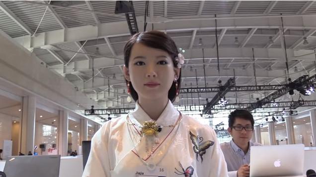 Robot Jia Jia có thể nói chuyện, bắt chước con người.