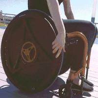 """Chiếc xe lăn hoạt động """"ngược đời"""" nhưng có nhiều lợi ích cho sức khỏe"""