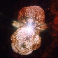 Trận chiến giữa hai ngôi sao tạo tinh vân sáng nhất dải Ngân Hà