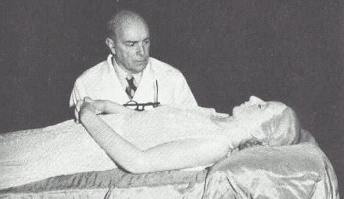 """Xác ướp của Evita cực kỳ """"hoàn mỹ"""" có thể trưng bày ngay cho dư luận đến viếng sau khi bà qua đời."""