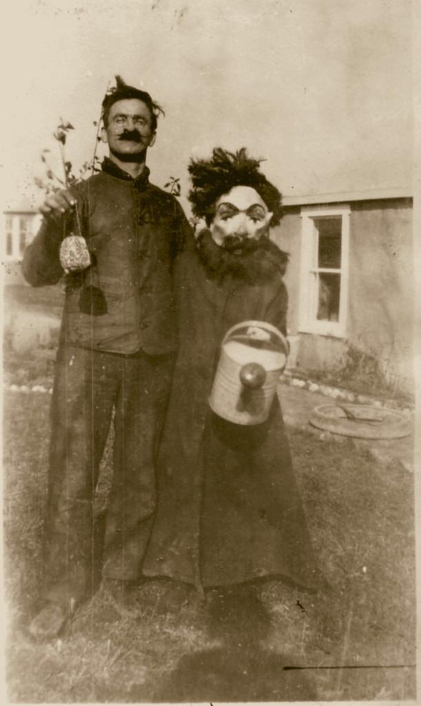 Phong cách hóa trang đáng sợ của một cặp đôi nhân ngày Halloween.