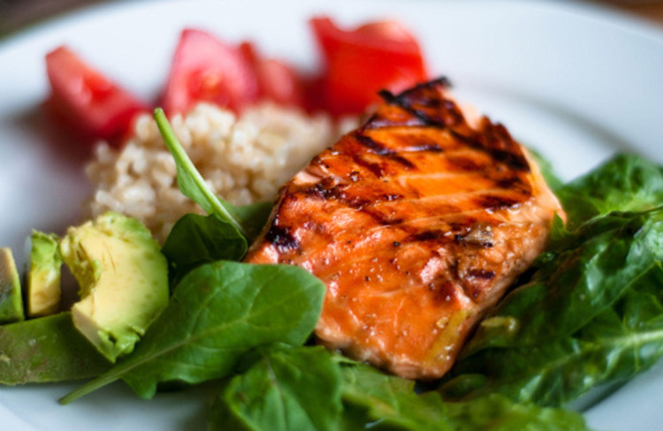 Chỉ 85 gam cá hồi có thể chứa đến 450 IU vitamin D.