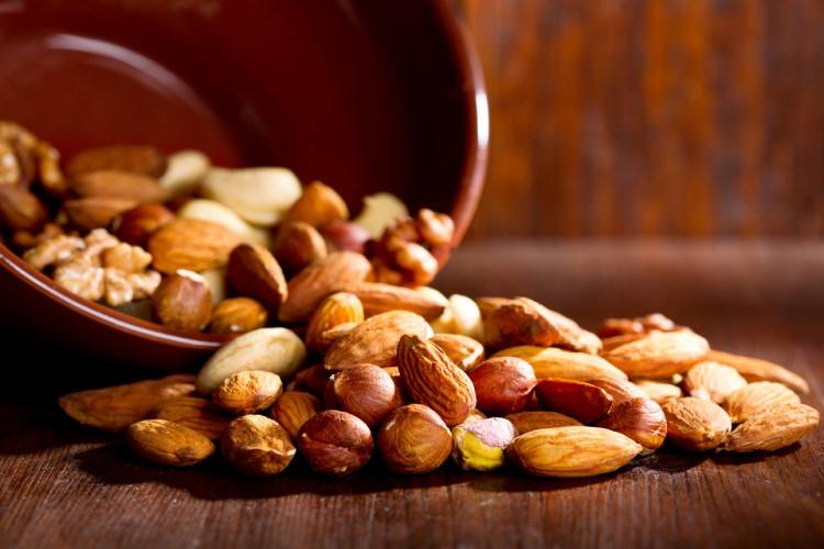 Các loại hạt là một thực phẩm ăn vặt lành mạnh.