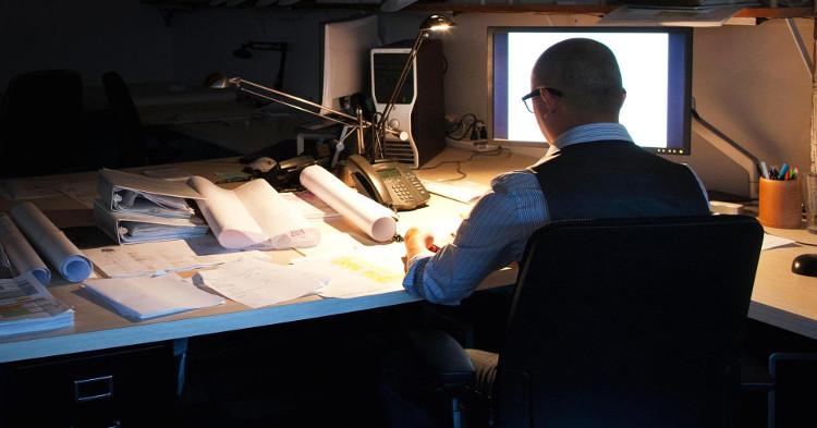 Cuộc sống hiện đại khiến nhiều người không thể tránh khỏi những buổi làm việc qua đêm.