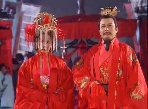 Mọi người bán tán xôn xao về chuyện đại hỷ này, Lưu Bị làm rể Đông Ngô.